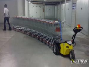 Tracteur-pousseur électrique pour chariots